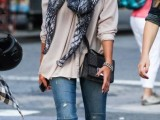 19-cool-ideas-to-wear-a-scarf-stylishly-this-spring-10