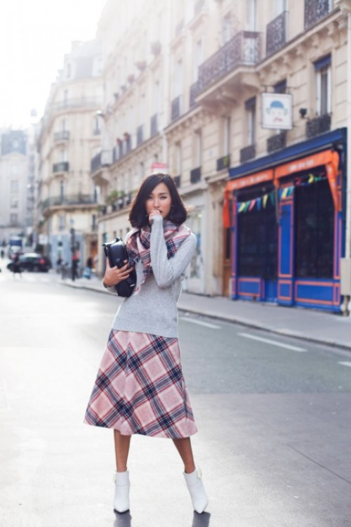 Cool Ideas To Wear A Scarf Stylishly This Spring