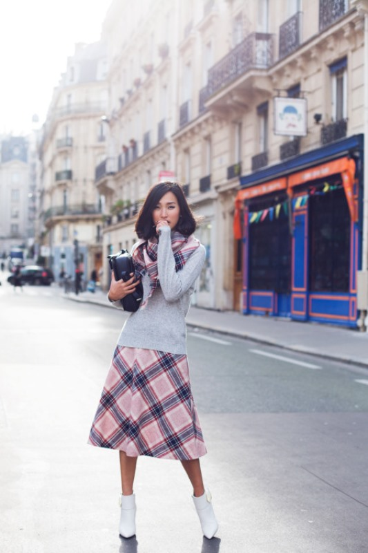 Picture Of cool ideas to wear a scarf stylishly this spring  17