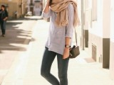 19-cool-ideas-to-wear-a-scarf-stylishly-this-spring-7