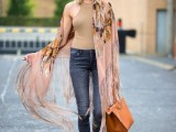 19-cool-ideas-to-wear-a-scarf-stylishly-this-spring-8