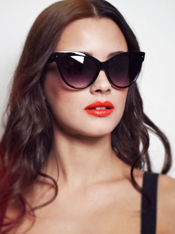 Picture Of cool sunglasses for oval face type  5