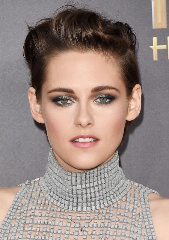Picture Of gorgeous shimmery holiday makeup looks to recreate  1