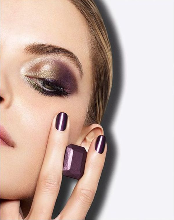 Picture Of gorgeous shimmery holiday makeup looks to recreate  19
