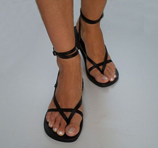 Picture Of Trendy Flat Black Sandals For This Summer 13