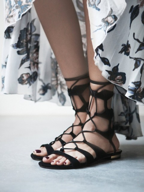 20 Trendy Flat Black Sandals For This Summer