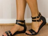 20 Trendy Flat Black Sandals For This Summer6