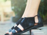 20 Trendy Flat Black Sandals For This Summer8