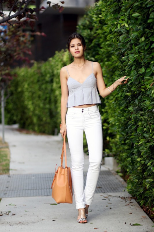 Picture Of awesome ways to wear white jeans this summer  10