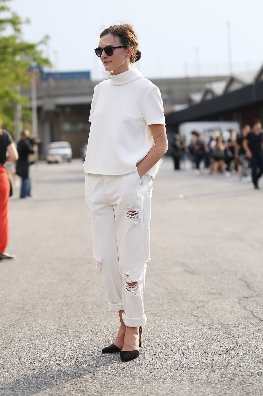 Picture Of awesome ways to wear white jeans this summer  2
