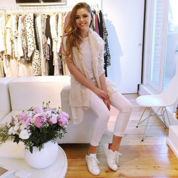 Picture Of awesome ways to wear white jeans this summer  4