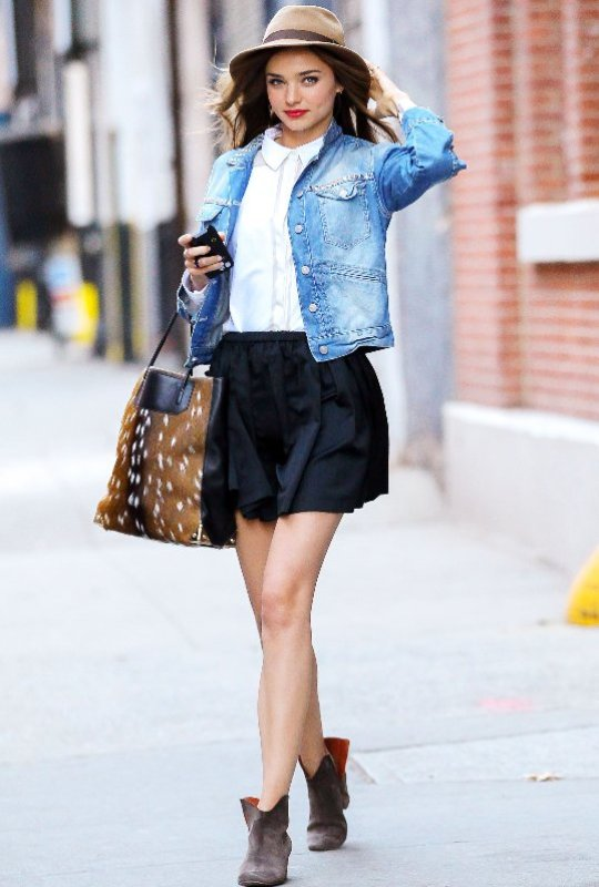 Picture Of cool and trendy ways of wearing a jean jacket  14