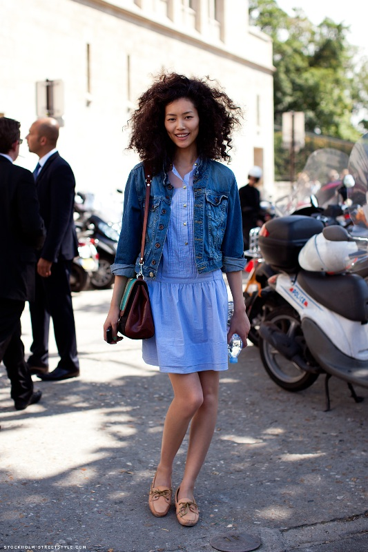 Picture Of cool and trendy ways of wearing a jean jacket  7