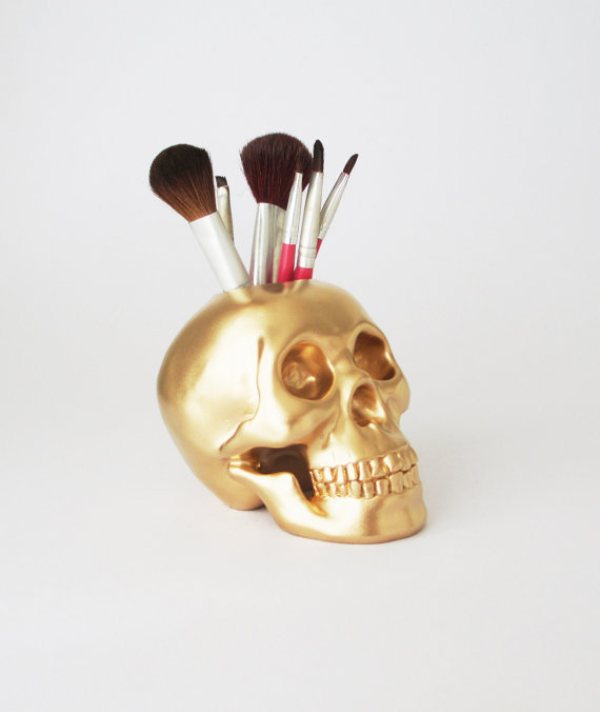 Picture Of cool makeup brush holders every girl needs  1