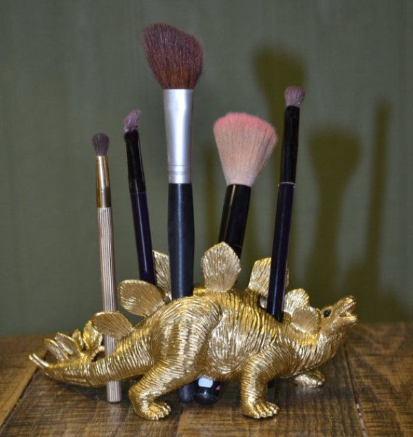 Picture Of cool makeup brush holders every girl needs  11