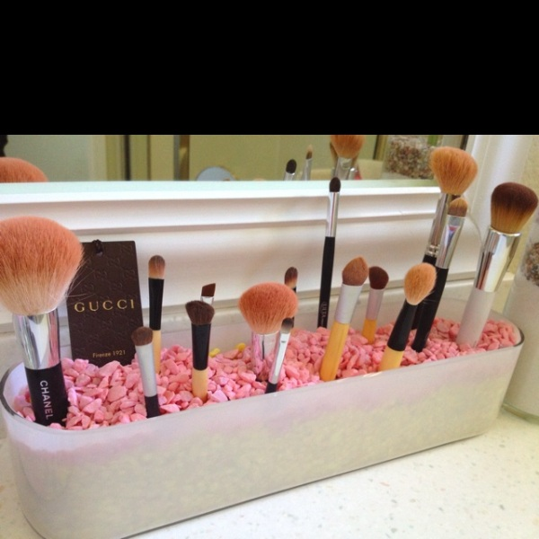 Picture Of cool makeup brush holders every girl needs  13