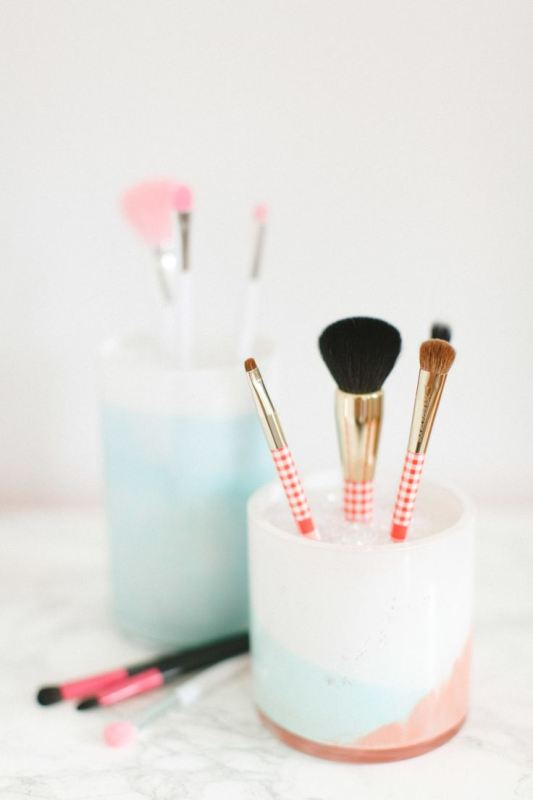 Picture Of cool makeup brush holders every girl needs  14