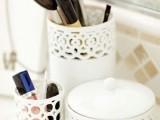 20-cool-makeup-brush-holders-every-girl-needs-16