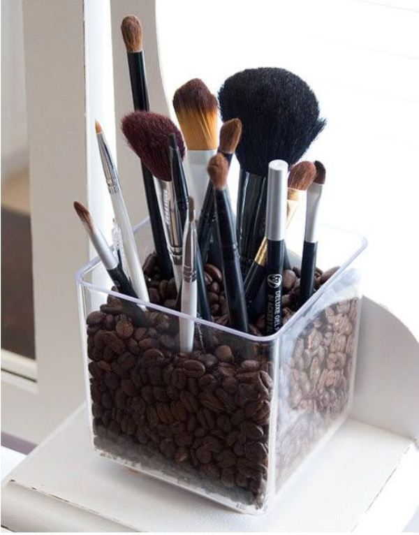 Picture Of cool makeup brush holders every girl needs  19