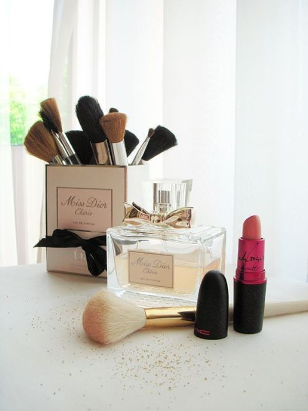 Picture Of cool makeup brush holders every girl needs  5