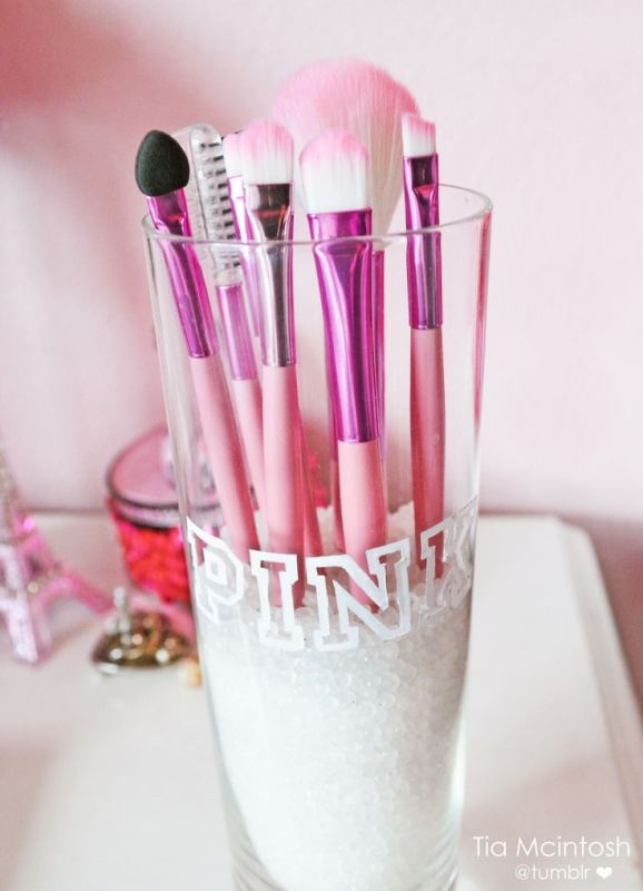 Picture Of cool makeup brush holders every girl needs  6