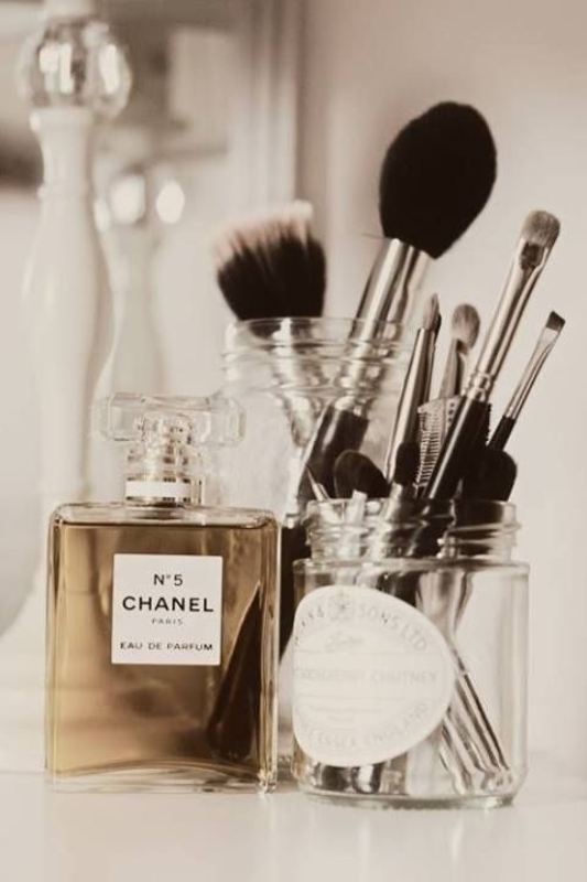 Picture Of cool makeup brush holders every girl needs  8