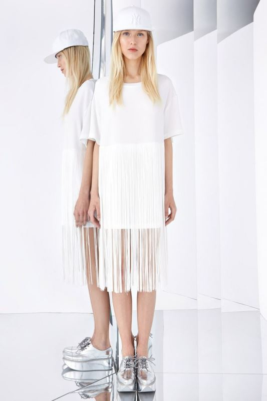 Picture Of cool ways to get into fringe fever stylishly  19