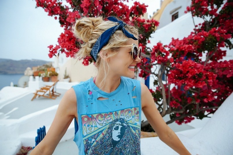 Picture Of effortlessly chic vacation hairstyles to recreate  1