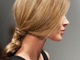 20-effortlessly-chic-vacation-hairstyles-to-recreate-10