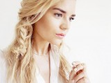 20-effortlessly-chic-vacation-hairstyles-to-recreate-12