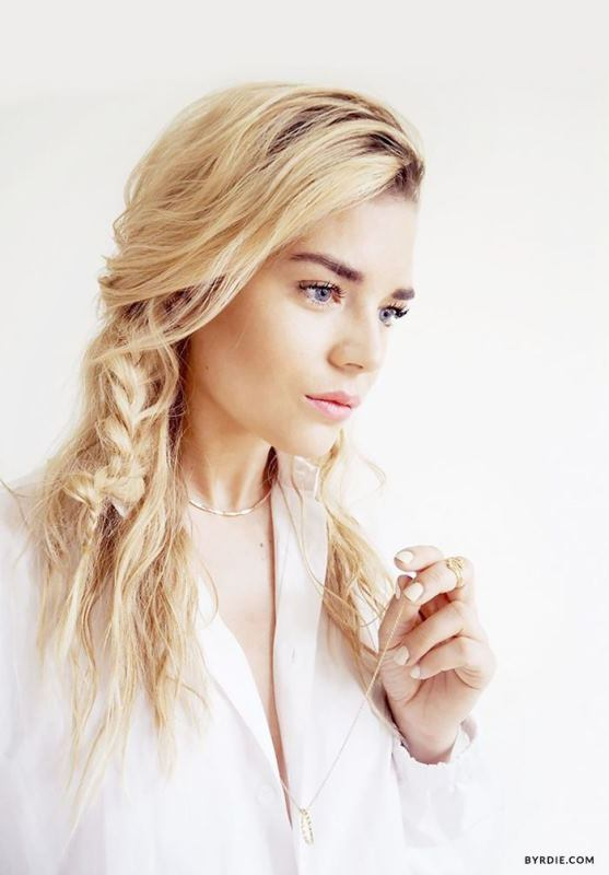 Picture Of effortlessly chic vacation hairstyles to recreate  12