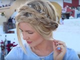 20-effortlessly-chic-vacation-hairstyles-to-recreate-18