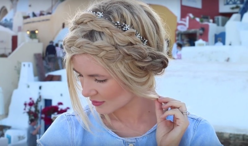 Picture Of effortlessly chic vacation hairstyles to recreate  18