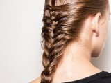 20-effortlessly-chic-vacation-hairstyles-to-recreate-5