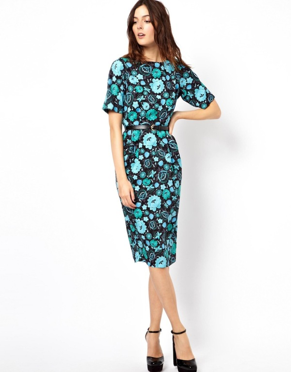 a dark floral fitting midi dress with short sleeves and black platform shoes