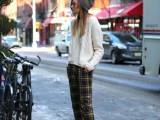 20-stylish-cable-knit-sweaters-to-warm-up-this-winter-18