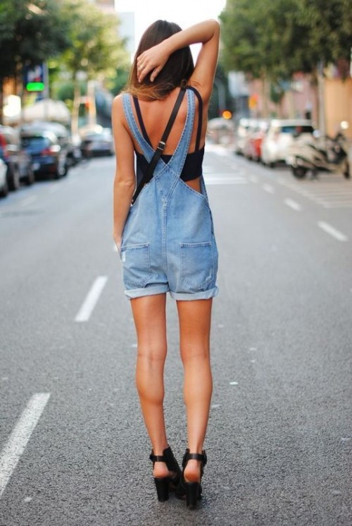 a black crop top, a blue denim dungaree with shorts and black heels for a sexy summer outfit