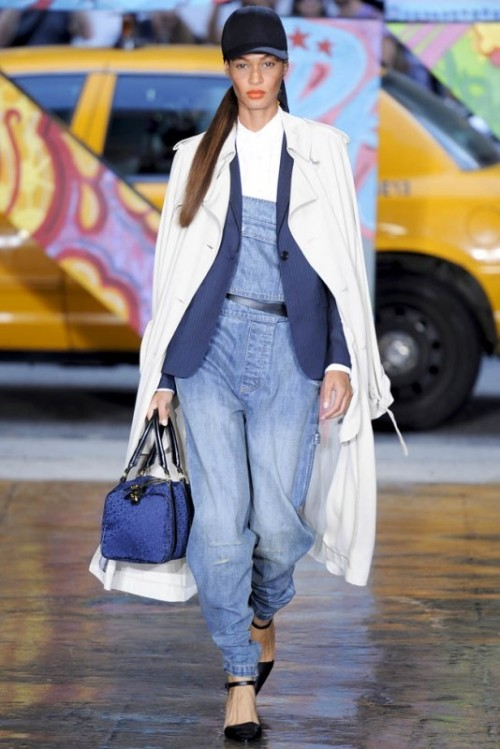 a white shirt, a light blue denim dungaree, a navy blazer, black shoes, a white trench and a blue bag