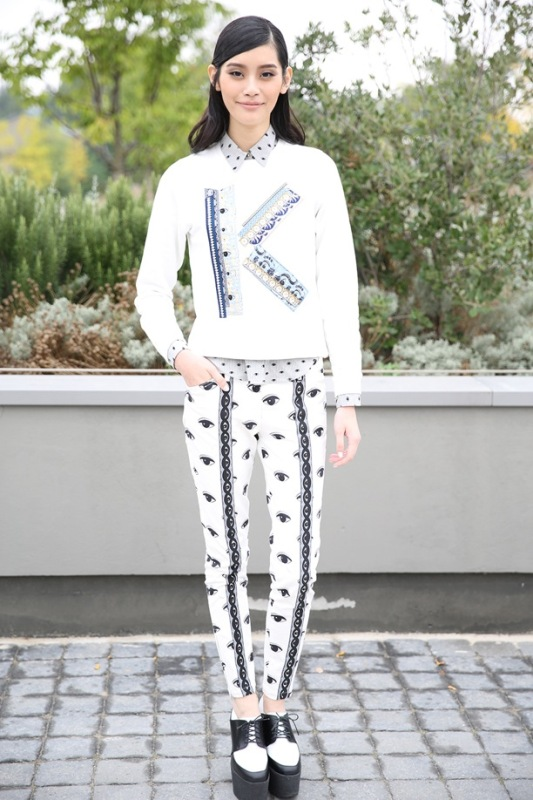 Picture Of wonderful ways to wear printed trousers this spring  10