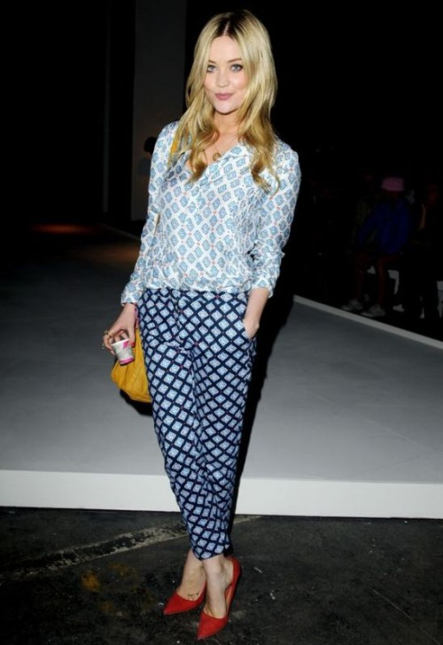 Wonderful Ways To Wear Printed Trousers This Spring