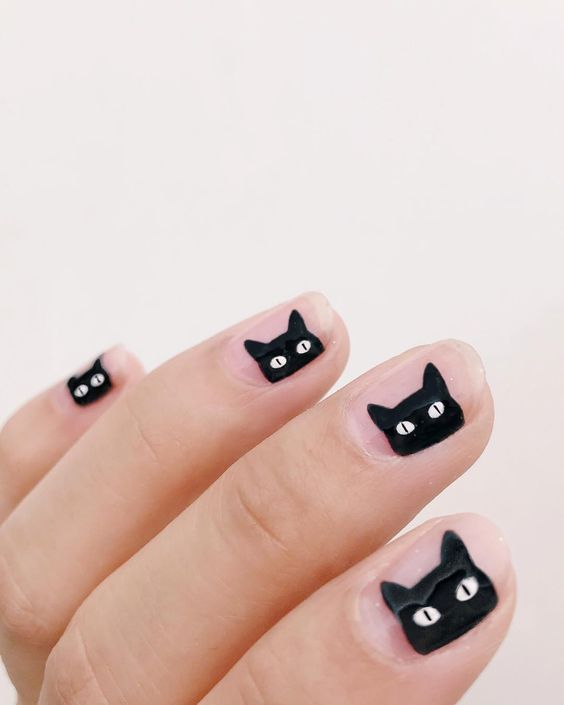 nude nails with cute black cats are an ultimately awesome solution for a Halloween party