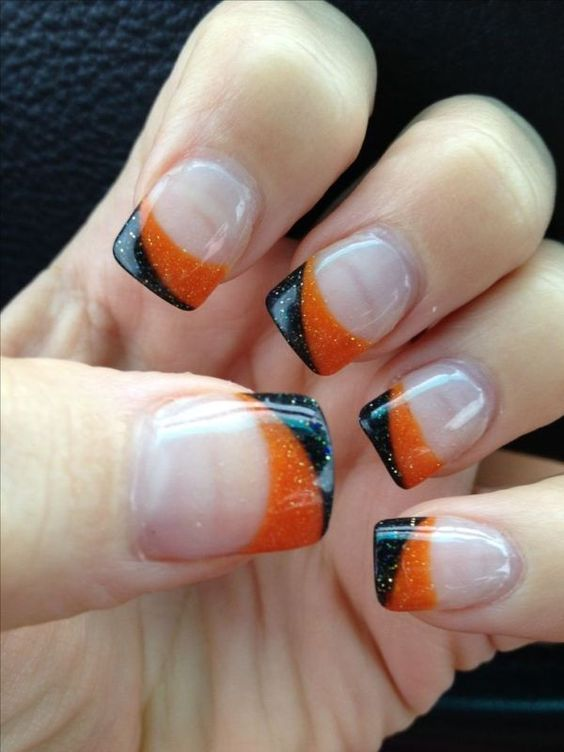 nude nails with orange and black glitter curves are ideal for Halloween, nothing excessive here