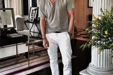 a grey tee, white jeans and grey moccasins are a great combo for rocking during your summer vacation