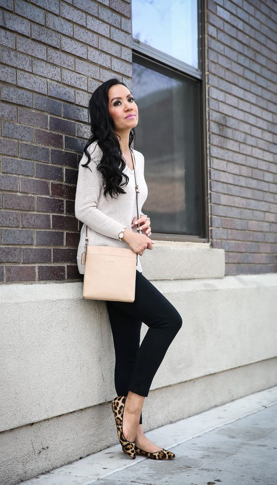 a neutral top with long sleeves, black skinnies, leopard flats and a blush bag for a chic look