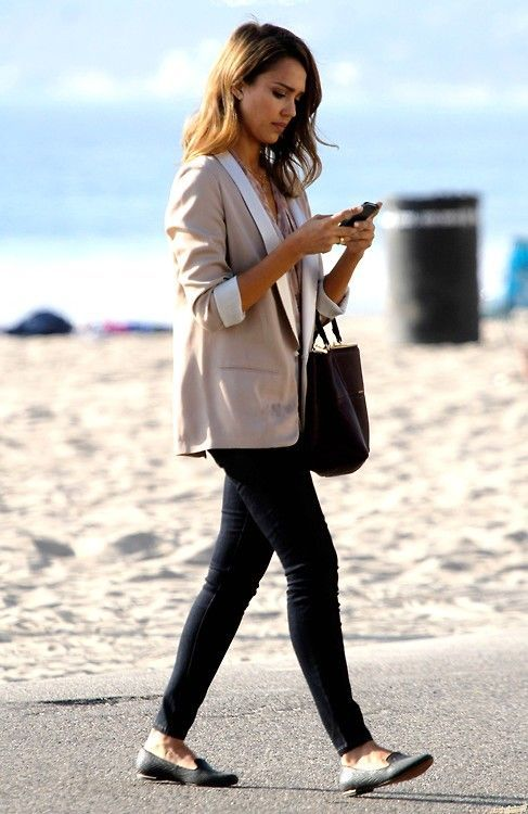black skinnies, a neutrla top, a neutral blazer, black flats and a black bag make up a casual work outfit