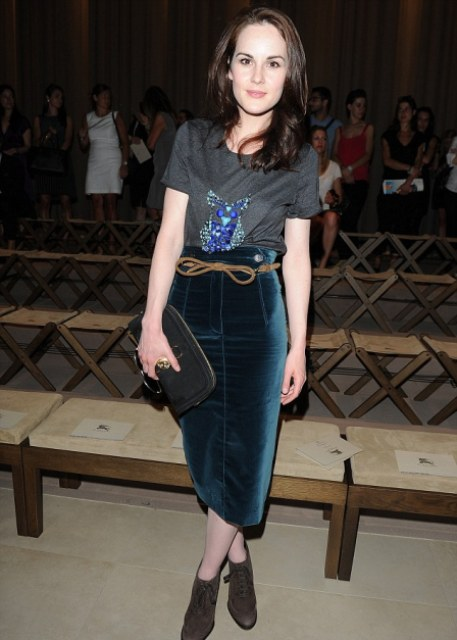 16 Awesome Velvet Skirt Ideas For Every Girl