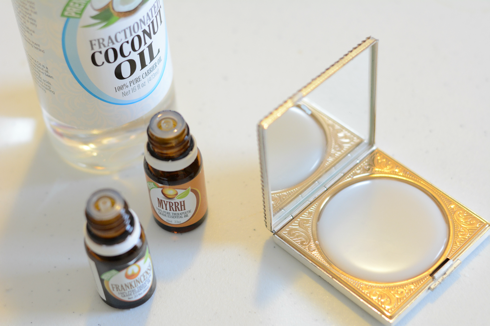 of diy solid perfume in vintage compact 1