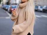 17-stylish-oversized-turtleneck-sweater-looks-11
