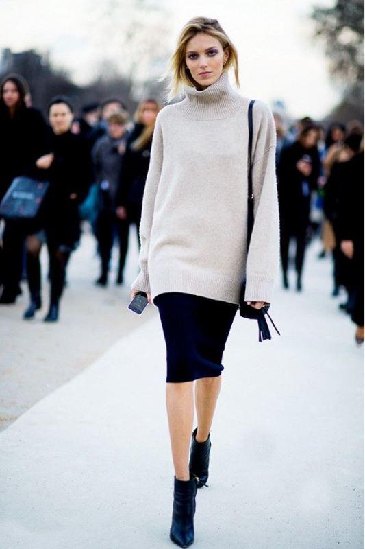 Picture Of stylish oversized turtleneck sweater looks  13