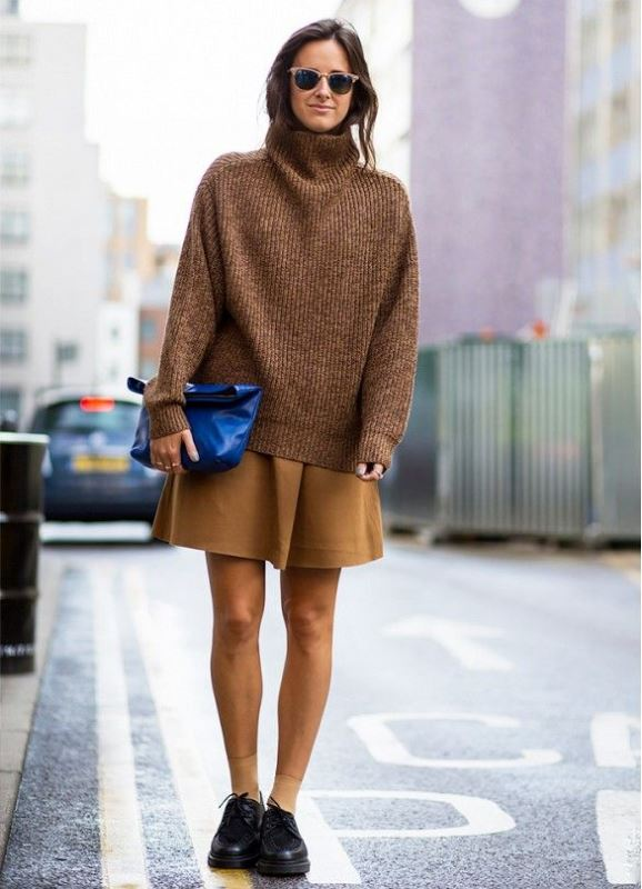 Picture Of stylish oversized turtleneck sweater looks  5